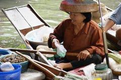 Sich hin- und herbewegender Markt, Damnoen Saduak, Thailand Stockfotos