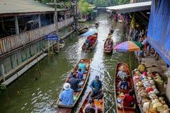 Sich hin- und herbewegender Markt Damnoensaduak, Ratchaburi, Thailand Stockbilder