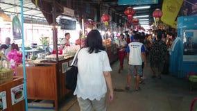 Sich hin- und herbewegender Markt 100-jährig, Thailand stock footage