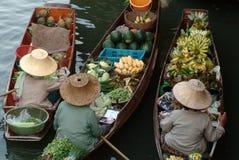Sich hin- und herbewegender Markt in Thailand. Stockfoto