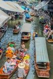 Sich hin- und herbewegender Markt Thailand Amphawa Bangkok Stockfotos