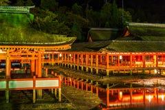 Sich hin- und herbewegender Schrein Miyajima, Hiroshima Stockbilder