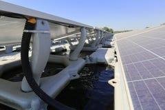 Sich hin- und herbewegender Solar-PV-System-Abschluss herauf Ansicht lizenzfreies stockbild