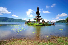 Sich hin- und herbewegender Tempel in Bali Indonesien Stockbild