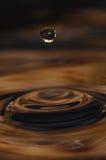 Sich hin- und herbewegender Wassertropfen Stockfoto