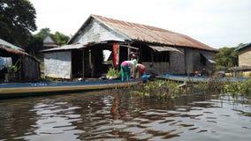 Sich hin- und herbewegendes Haus bei Tonle schwächen See, Kambodscha Lizenzfreie Stockfotografie