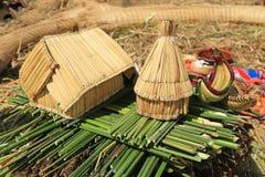 Sich hin- und herbewegendes Hausmodell bei Uros Island, Peru Stockfotografie