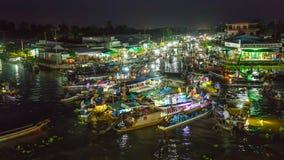 Sich hin- und herbewegendes Marktnachtleben-Szenensumpfgebiet Vietnam Lizenzfreies Stockfoto