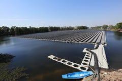 Sich hin- und herbewegendes Solar-PV-System im Bau stockbilder
