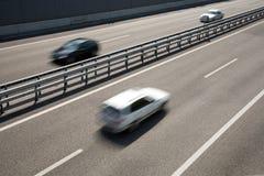 Sich schnell bewegende Fahrzeuge Lizenzfreies Stockbild