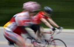 Sich schnell bewegende Radfahrer - Bewegungszittern lizenzfreies stockfoto