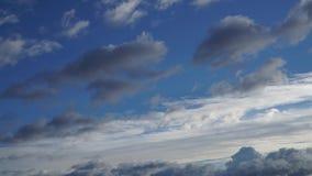 Sich schnell bewegende Regen-Sturm-Wolken stock video