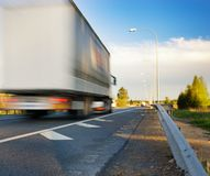 Sich schnell bewegender LKW Stockbilder
