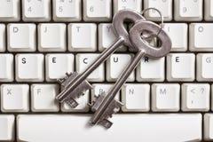 Sicheres internet.concept mit sicherer Taste und Tastatur Stockfotografie