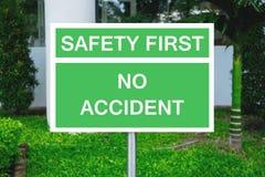 Sicherheit erste und kein Unfall auf Wegweiser Lizenzfreies Stockbild