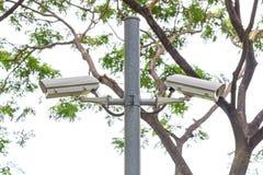 Sicherheits-Überwachungskamera und städtisches Video am allgemeinen Park Stockfotos