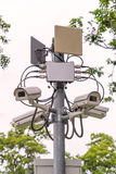 Sicherheits-Überwachungskamera und städtisches Video am allgemeinen Park Lizenzfreies Stockfoto