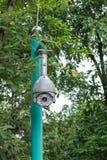 Sicherheits-Überwachungskamera und städtisches Video am allgemeinen Park Stockfotografie