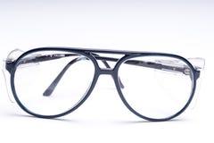 Sicherheits-Schutzbrillen auf weißem Hintergrund lizenzfreie stockfotografie