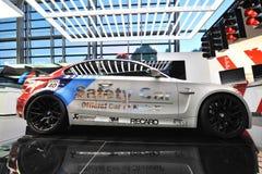 Sicherheitsauto BMWs 1M auf Anzeige an BMW-Welt Stockbild