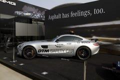 Sicherheitsauto Mercedess-AMG GT S DTM vor dem Gebäude von Mercedes-Benz auf dem DTM-Autorennen lizenzfreies stockfoto