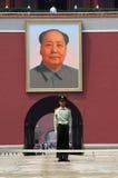 Sicherheitsbeamte am Tiananmen-Gatter stockfotografie