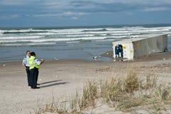 Sicherheitsbeamter auf Strand nach nach Rena d Lizenzfreies Stockfoto