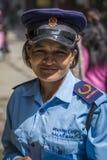 Sicherheitsfrau auf Katmandu-Straße Stockbilder