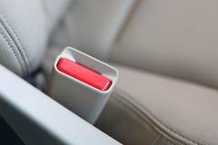 Sicherheitsgurtdruckknopf auf Autositzsicherheit Stockfotografie