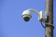 Sicherheitskamera in einer Straße lizenzfreie stockfotos