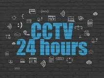 Sicherheitskonzept: CCTV 24 Stunden auf Wandhintergrund Stockfotografie