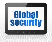 Sicherheitskonzept: Tablet-PC-Computer mit globaler Sicherheit auf Anzeige Stockbilder