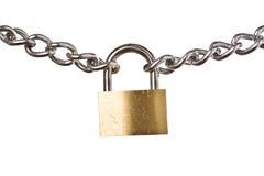 Sicherheitskonzept - Vorhängeschloß auf der Kette getrennt Lizenzfreie Stockfotos