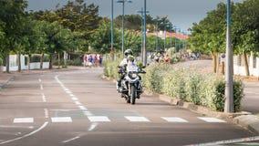 Sicherheitsmotorrad für ein Rennradrennen Lizenzfreies Stockfoto
