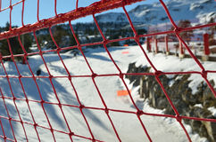 Sicherheitsschutzfiletarbeit am Skiort Stockbild