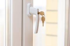 Sichern Sie Fensterkurbel mit Schlüssel Lizenzfreie Stockfotos