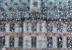 Sichtbares durchgehendes Glas des mittelalterlichen Gebäudes Stockfoto
