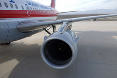 Sichuan Airlines Aeroplae dans l'aéroport de Turpan Image libre de droits