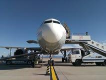 Sichuan Airlines Aeroplae no aeroporto de Panzhihua Imagens de Stock Royalty Free