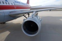 Sichuan Airlines Aeroplae no aeroporto de Turpan Imagem de Stock Royalty Free