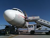 Sichuan Airlines Aeroplae przy Panzhihua lotniskiem Zdjęcia Royalty Free