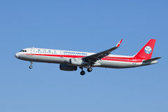 Sichuan Airlines B-1823, atterrissage d'Airbus A321-200 dans Pékin, Chine Photos stock