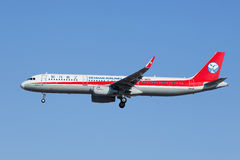 Sichuan Airlines B-1823, atterrissage d'Airbus A321-200 dans Pékin, Chine Photo stock