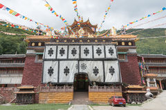 SICHUAN, CHINA - 17 DE JULIO DE 2014: Monasterio de Jingang un Lamase famoso Foto de archivo