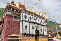 SICHUAN CHINY, JUL, - 17 2014: Jingang monaster sławny Lamase zdjęcia stock