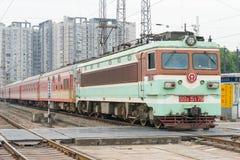 SICHUAN CHINY, Jun, - 08 2015: Porcelanowy kolei SS3 elektryczny locomo Obrazy Royalty Free
