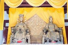 SICHUAN KINA - Mars 29 2015: Statyer av Wu Zetian och kejsareG Arkivfoto