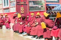 SICHUAN KINA - SEPTEMBER 20 2014: Larung Gar (Larung fem vetenskapsBu Royaltyfri Bild