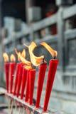 SICHUAN KINA - SEPTEMBER 13 2014: Stearinljus på den Lingshan templet en famou Fotografering för Bildbyråer