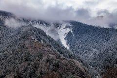 Sichuan occidentale, Cina, paesaggio di Baron Hill con neve immagine stock